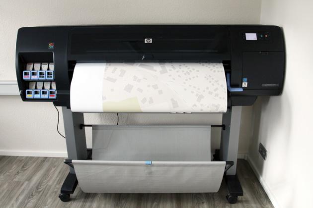 hp gro formatdrucker ist in der k stenschmiede eingezogen. Black Bedroom Furniture Sets. Home Design Ideas